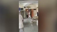 Ấn Độ: Đóng giả luật sư bắn chết trùm băng đảng đối địch ngay tại phiên tòa