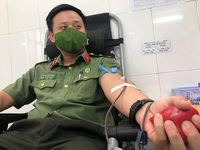 Chiến sĩ áo xanh hiến máu cứu người trong lúc nguy cấp