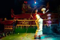 """Trung thu cách đây 5 năm, """"chị Hằng"""" đã phạt 1 cô gái chỉ được múa lân đúng… 10 lần!"""
