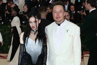 Elon Musk chia tay bạn gái ca sĩ sau 3 năm hẹn hò