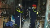 Quán photocopy bốc cháy, cảnh sát cứu thoát 5 người mắc kẹt đang hoảng loạn