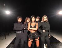 Phát hiện bản sao giống hệt Jennie (BLACKPINK), hoá ra lại là dancer quen mặt của Baekhyun, Kang Daniel?