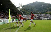 Đá trận ra mắt, con trai Maldini ghi bàn giúp AC Milan lên đầu bảng
