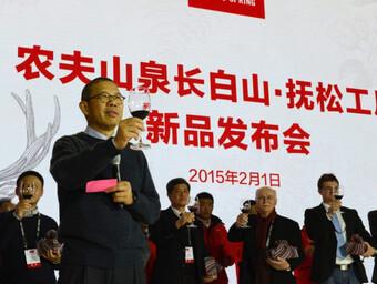 Tỷ phú giàu bậc nhất Trung Quốc Chung Thiểm Thiểm: Từ thợ xây ít học thành bậc thầy marketing