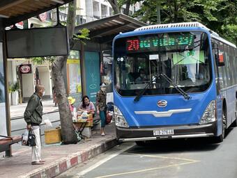 TP.HCM: Từ 1-10, đề xuất cho xe buýt, taxi, ôtô công nghệ hoạt động lại