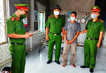 Khởi tố kẻ mang dao hành hung Chủ tịch xã đang điều hành chống dịch