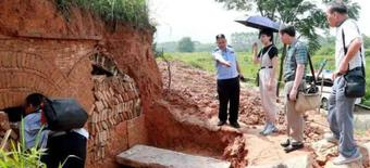 Xây nhà trên mộ cổ rồi âm thầm đào suốt 20 năm, lấy được kho báu và cái kết đắng ngắt