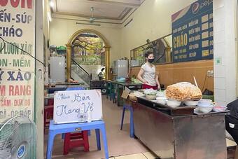 Cửa hàng kinh doanh ăn uống tại Hà Nội: Đa phần tuân thủ phòng dịch, có nơi cố tình vi phạm