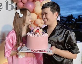 """Nhã Phương đăng ảnh kỷ niệm 3 năm ngày cưới, biểu cảm """"lạ"""" của Trường Giang gây chú ý"""