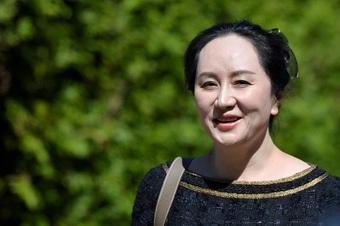 Bà Mạnh Vãn Chu lên máy bay về nước sau hơn 1.000 ngày bị giữ ở Canada