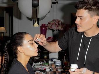 Búi tóc nối giá hơn 220 triệu đồng của Kim Kardashian tại Met Gala 2021