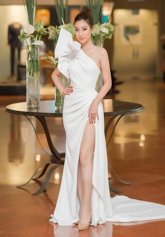 Nghịch lý mỹ nhân Việt: Mặc váy xẻ cao vẫn phải che đậy cho đỡ 'lộ hàng'?
