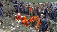 Lở đất ở Trung Quốc làm 1 người chết và hơn 10 người mất tích