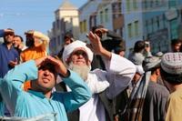 Taliban dùng cần cẩu treo thi thể tội phạm giữa quảng trường thành phố