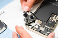 """Hình ảnh """"mổ bụng"""" chiếc iPhone 13 Pro Max đầu tiên tại Việt Nam, bên trong chiếc smartphone xịn xò này có gì?"""