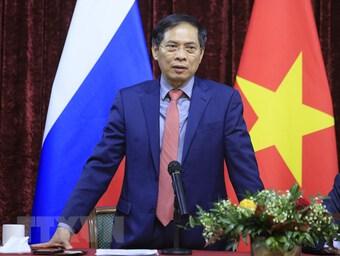 Bộ trưởng Ngoại giao gặp gỡ cộng đồng người Việt Nam tại Nga