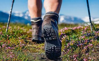 Tư vấn du lịch: Mẹo tránh phồng rộp chân khi đi du lịch