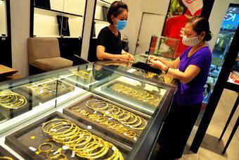 Cân nhắc và rà soát các quy định về kinh doanh vàng