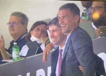 Phản ứng của Maldini khi con trai ghi bàn cho Milan ngay trận đầu đá chính