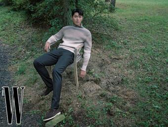 Nam thần Hyun Bin khoe phong độ đỉnh cao U40 với loạt ảnh mùa Thu đẹp ngây ngất