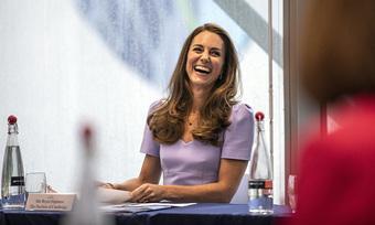 Không màu mè như Meghan, Công nương Kate vẫn chiếm trọn spotlight với màn trổ tài xuất sắc