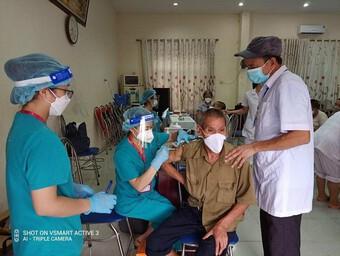 Hà Nội tiêm vaccine Covid-19 cho hàng trăm người già, khuyết tật... tại các cơ sở bảo trợ xã hội