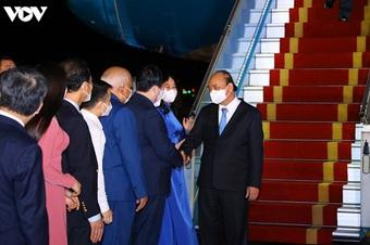 Chuyên cơ chở Chủ tịch nước Nguyễn Xuân Phúc về đến Hà Nội cùng lượng lớn vắc xin