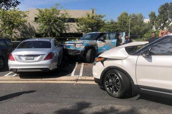 Địch thủ của Tesla vừa bán ra đã gặp họa – Ford, Mercedes cũng bị 'vạ lây'!