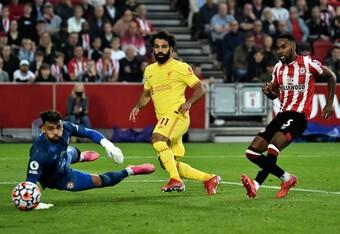 """Liverpool bị tân binh Ngoại hạng Anh cầm hòa trong trận cầu """"điên rồ"""""""