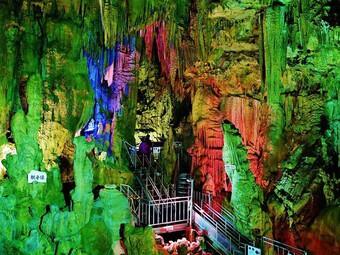 10 hang động đá vôi kỳ diệu hàng triệu năm tuổi ở Nhật
