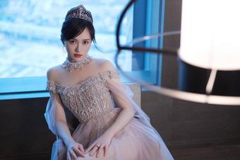 """Đường Yên đẹp như công chúa Disney, dáng chuẩn da mịn bảo sao không được khen """"trông mòn con mắt"""""""