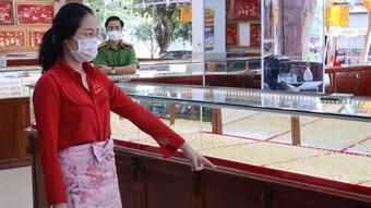 Nữ nhân viên trộm nhẫn vàng ở Bình Phước bị khởi tố