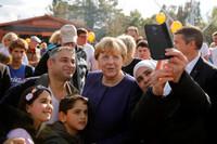 """Chia tay """"bà đầm thép"""" Angela Merkel"""