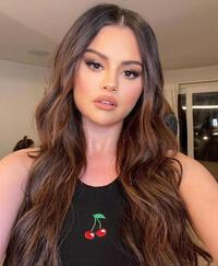 Phát phì vì hậu quả của bệnh tật, Selena Gomez còn xứng với danh hiệu ''Nữ hoàng selfie''?