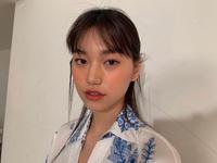 """Idol Kpop và người mẫu khác nhau thế nào, nhìn cách họ """"họa mặt"""" tàn nhang là rõ"""
