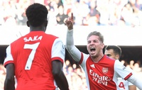 Nhấn chìm Tottenham, Saka lên tiếng về Rowe