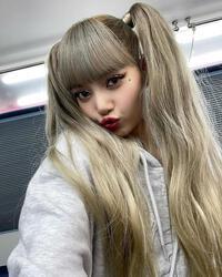 Lisa (BLACKPINK) chỉ thay đổi make up, visual đã làm 7 triệu người điên đảo
