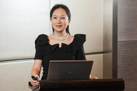 Thân thế kín tiếng của nữ giám đốc tài chính xinh đẹp của tập đoàn Huawei vừa trở về Trung Quốc sau 3 năm bị quản thúc ở Canada
