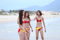 Phí Phương Anh giờ diện bikini khác hẳn hồi The Face: Vòng 1 nở nang, chỗ cần cong đã cong