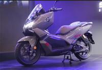Super Soco CT-3: Xe điện trang bị ABS, sạc 3 giờ đi được 180km