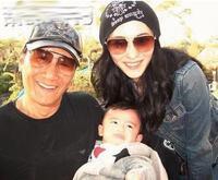 Cha Tạ Đình Phong tặng quà Vương Phi, ngừng 'chia uyên rẽ thúy'?
