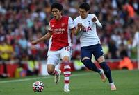 """Tomiyasu thể hiện thế nào để được bầu chọn là """"Cầu thủ xuất sắc nhất"""" trận derby London?"""