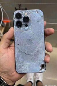 Hình ảnh iPhone 13 Pro nát bét khiến người dân nhìn phát xót