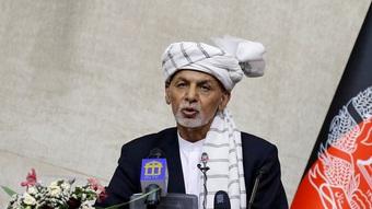 """Cựu tổng thống Afghanistan bỏ trốn lý giải thông điệp """"lạ"""" về Taliban"""