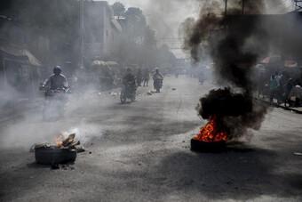 [Ảnh] Cảnh tượng tan hoang ngoài sức tưởng tượng chờ đón người Haiti bị Mỹ trục xuất