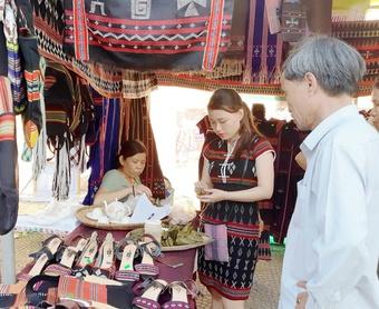 Người Cơ Tu làm hồi sinh du lịch ở Đà Nẵng