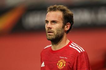 Juan Mata cân nhắc tương lai ở Man United