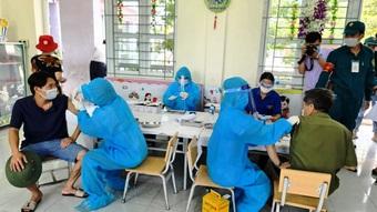 Đoàn công tác Cục Quân y hỗ trợ Hà Nam xét nghiệm trên diện rộng
