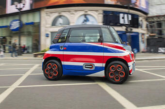 Chiếc xe điện hai chỗ ngồi siêu nhỏ với giá chỉ 187 triệu đồng