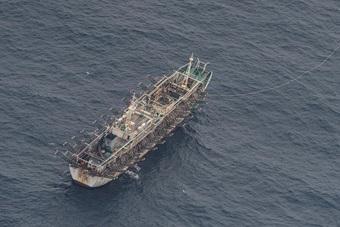 Đội tàu cá khổng lồ của Trung Quốc ồ ạt đánh bắt ngoài khơi Peru